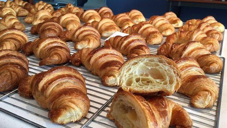 Ak ste niekedy boli na dovolenke v hoteli s raňajkami, možno ste sa s francúzskymi croissantami stretli. Ja som napočudovanie najlepšie jedla v Taliansku, v meste Verona. Nadýchané cesto, náplň akú si len zmyslíte a skvelá maslová chuť. Len si to predstavte. Ráno sa zobudíte, pripravíte si čaj a k tomu chutný croissant. Deň nemôžete