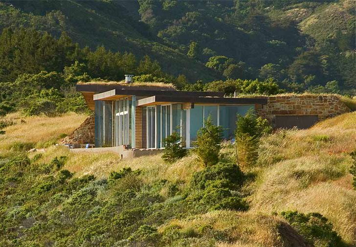 Green-Roofed Dani Ridge House is Tucked into the Hillside in B...