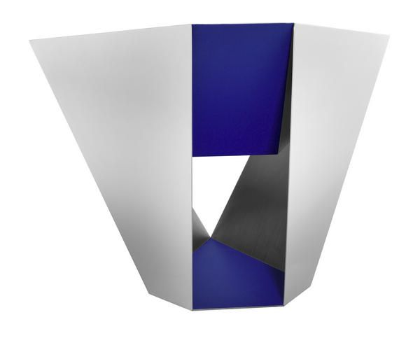 Заха Хадид и Даниэль Либескинд проектируют для Sawaya & Moroni    После того, как фотоизображения стула Z-Chair, созданного Захой Хадид для новой к...