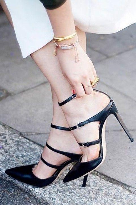 Casavie Işıl Reçber for Casavie Bant Detaylı Siyah Deri Topuklu Ayakkabı: Lidyana.com