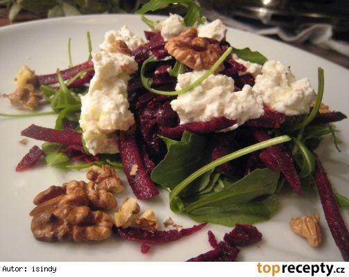 Salát ze syrové červené řepy s balkánem a ořechy