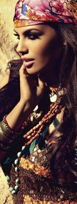 Gypsy Love.. make up is flawless can you make me look like her @valérie heinrich-spindler Ramirez Makeup Artist.LOL
