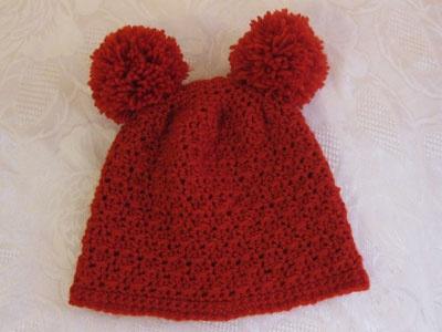 Schemi uncinetto di Natale: Schema cappellino rosso da orsetto - Corredino a maglia e uncinetto - NostroFiglio.it