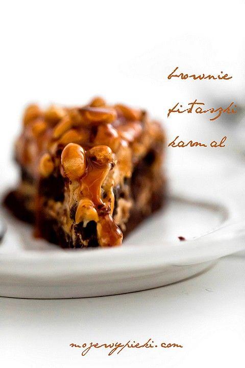 Torcik brownie z kremem fistaszkowym i karmelem | Moje Wypieki