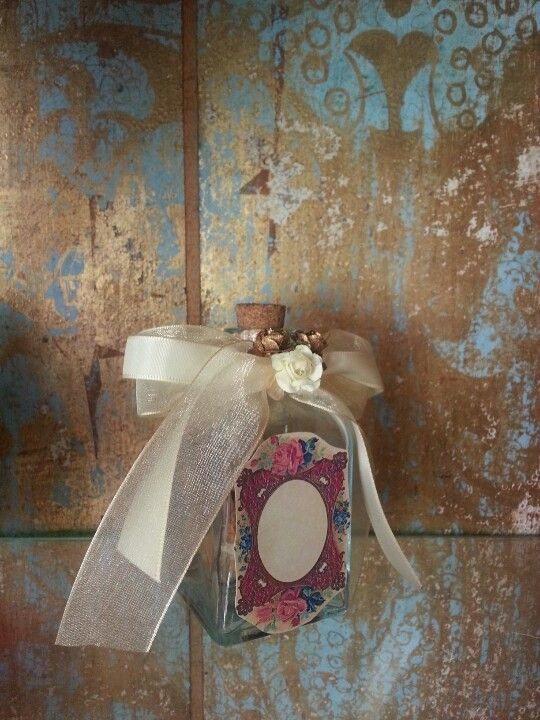 Vintage Style glass bottle with poutpourri ( for sale on Etsy/Condessa Carlota)