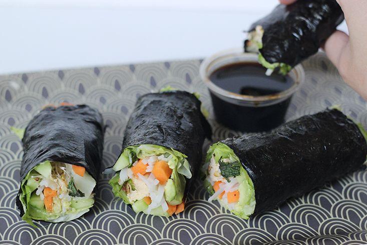 Veggie Nori Wrap (vermicelles de riz, oeufs, laitue, avocat, concombre, carottes, graines germées, coriandre, menthe)