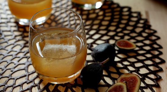 How to make a fig and bourbon cocktail. Think I will make this tonight!
