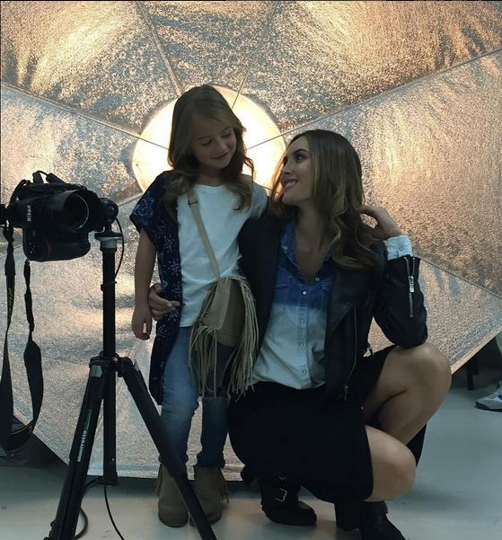 Detrás de cámara. Macry Vélez e Isabella Castaño. Modelos Duprée