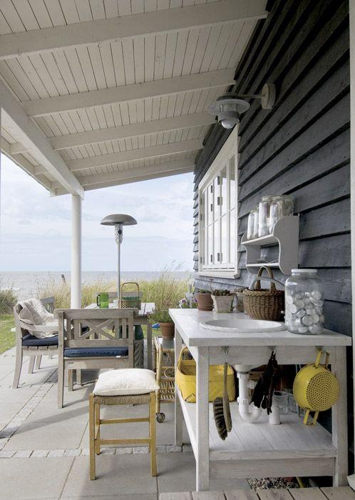 Onder de veranda - roof - terrace - terras - afdakje - afdak - tuin - Denmark - Denemarken <3 Fonteyn