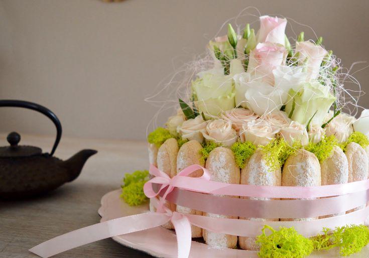 gâteau de fleurs, composition florale façon charlotte, fleurs pastel, décoration candy bar