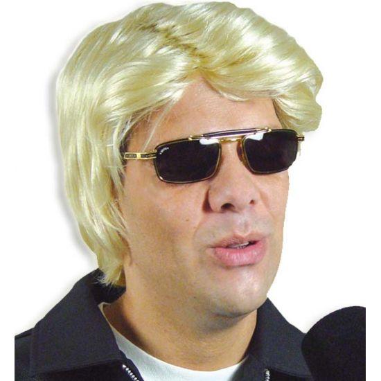 Blonde gladde heren pruik  Blonde pruik voor een gladde jongens look. De pruik heeft een zij scheiding en golvend haar geschikt voor bijvoorbeeld een blonde zanger.  EUR 19.95  Meer informatie