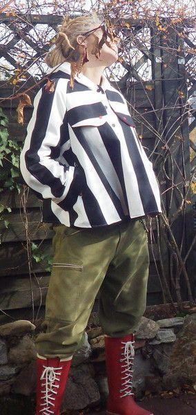 Capes & Ponchos - Cooler Poncho schwarz/weiß - ein Designerstück von Die-Revoluzzerin bei DaWanda