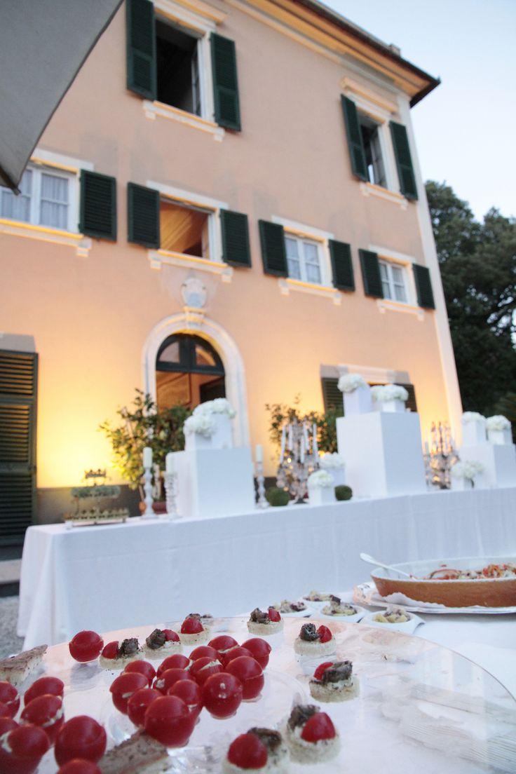 Tavolo scenografico davanti alla villa #matrimonio