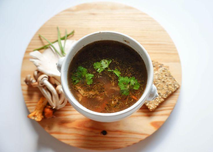 Gemengde paddenstoelensoep - Bereidingstijd: 30 minuten - Aantal personen: 3-4. - Vegetarisch, glutenvrij, lactosevrij, koemelkvrij, suikervrij