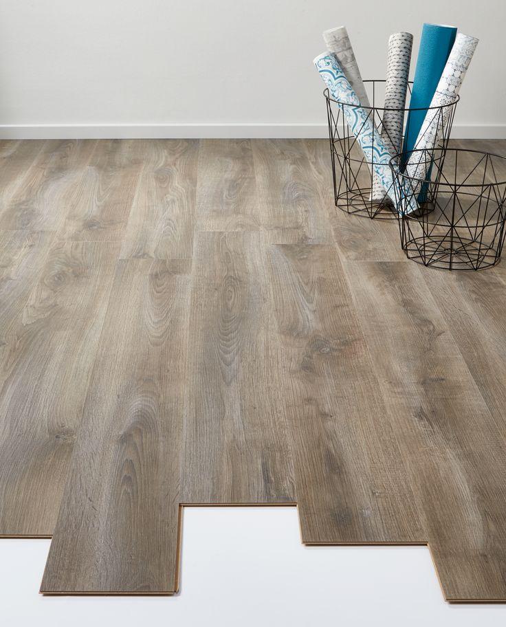 Sfeervolle vloer: laminaat Lodge antraciet / eiken. > https://www.kwantum.nl/vloer/laminaat/vloer-laminaat-laminaat-lodge-antraciet-eiken-0372155 #vloer #laminaat #interieur #kwantum