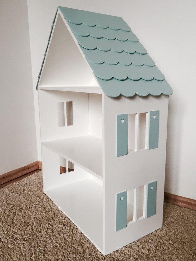 Firma 'Wood Me More' jest producentem wyrobów z drewna.  Dziś oferujemy Państwu nowy, ręcznie malowany domek dla lalek z dachówką, oknami i okiennicami (farby Beckers z atestem- kolory dachu i...
