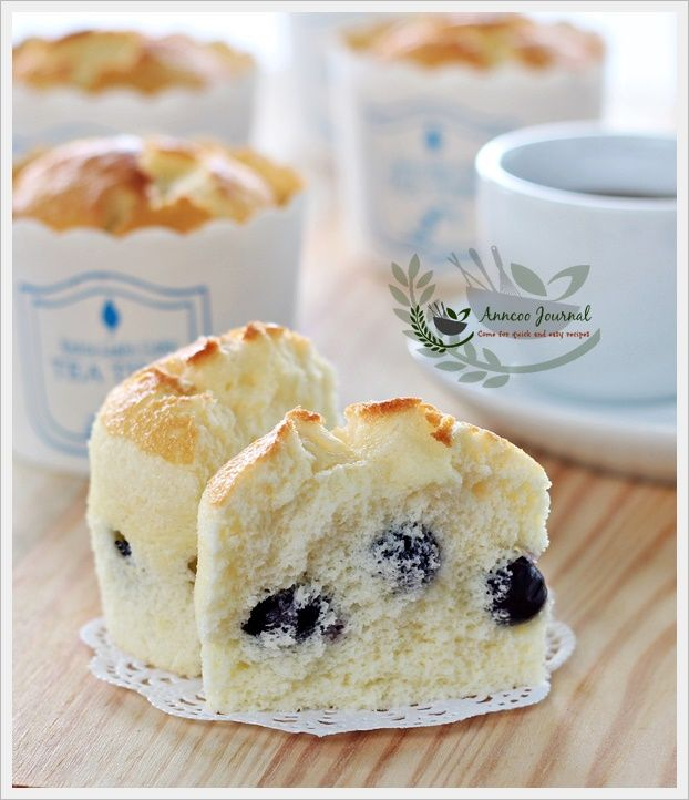 These are so beautiful! Blueberry Yoghurt Chiffon Cupcakes from Anncoo Journal #yummy #blueberries