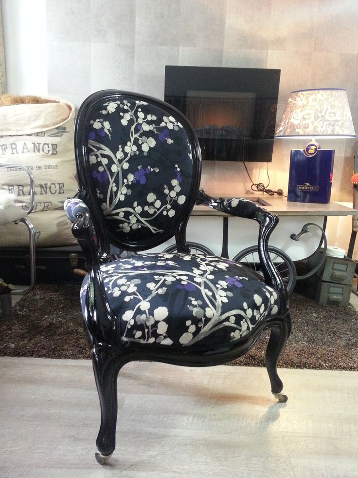 les 25 meilleures id es de la cat gorie chaise medaillon. Black Bedroom Furniture Sets. Home Design Ideas