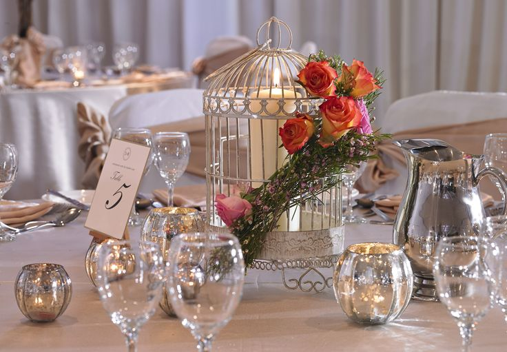 Table design with birdcage and summer bouquet