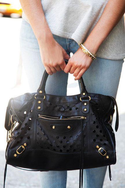 NYC #streetstyle Mother jeans, #Balenciaga bag