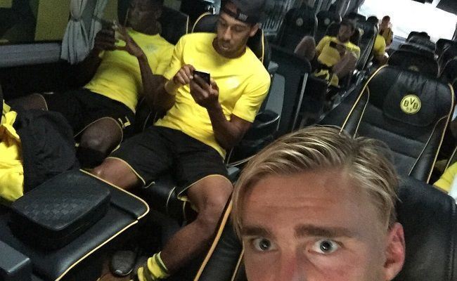 Taki żart zamieścił Marcel Schmelzer na swoim koncie twitter • Gra Pokemon Go wśród piłkarzy Borussii Dortmund • Wejdź i zobacz >> #bvb #borussia #football #soccer #sports #pilkanozna #futbol