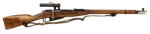 Mosin Nagant-   Pais: Unión Soviética.  - Dimensiones: Longitud total: 1220mm. Cañón: 620mm.  - Calibre: 7.62 mm  - Velocidad inicial: 865 m/s.  Fusil soviético de acción manual, y cargador de cinco cartuchos. Los modelos empleados por los francotiradores soviéticos eran seleccionados entre los más precisos, el cañón era de alta calidad, no montaban bayoneta y tenían el cerrojo en posición vertical