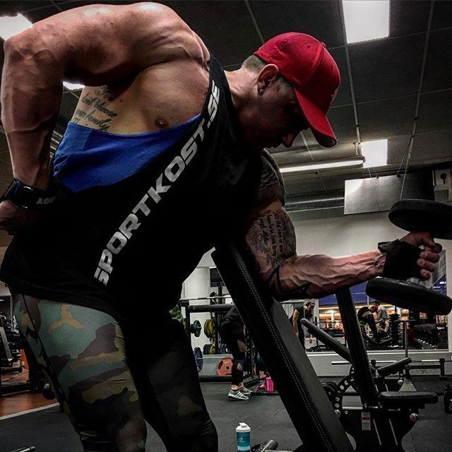 Work Hard Dream Big  #teamsportkost #sportkost #hardwork #dreambig #nevergiveup #challangeyourself #youvsyou #zyzz #usa #npc #wbff #musclemodel #mensphysique #fitness #bodybuilding #bikinifitness #fitnesslifestyle #fitnessmodel #fitnessaddict #trainlikeagod #titanphysiques #timetogrow #offseason #swole #swoldier #dedication #nogrindnoshine #noexcuses #workout #gymlife