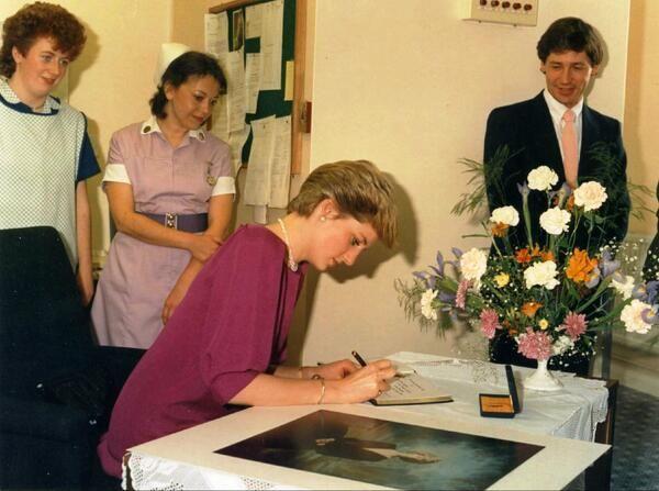 Princess Diana 1986 via Hospital StJohn&Eliz (St John and St Elizabeth Hospital)