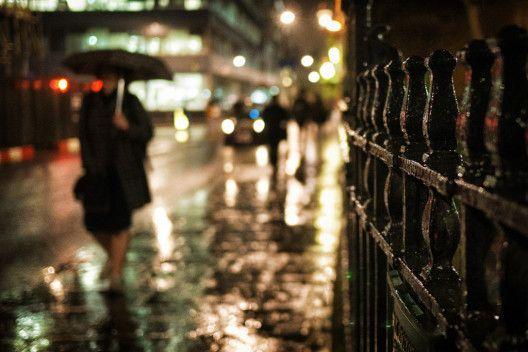 Woman walking in the rain - Photos of London - Gareth Evans