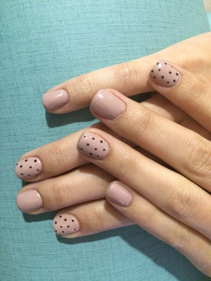 Estructura en acrílico y esmaltado semipermanente en color Nude (Beige 4725 de Lacquer Pro Organic Nails)