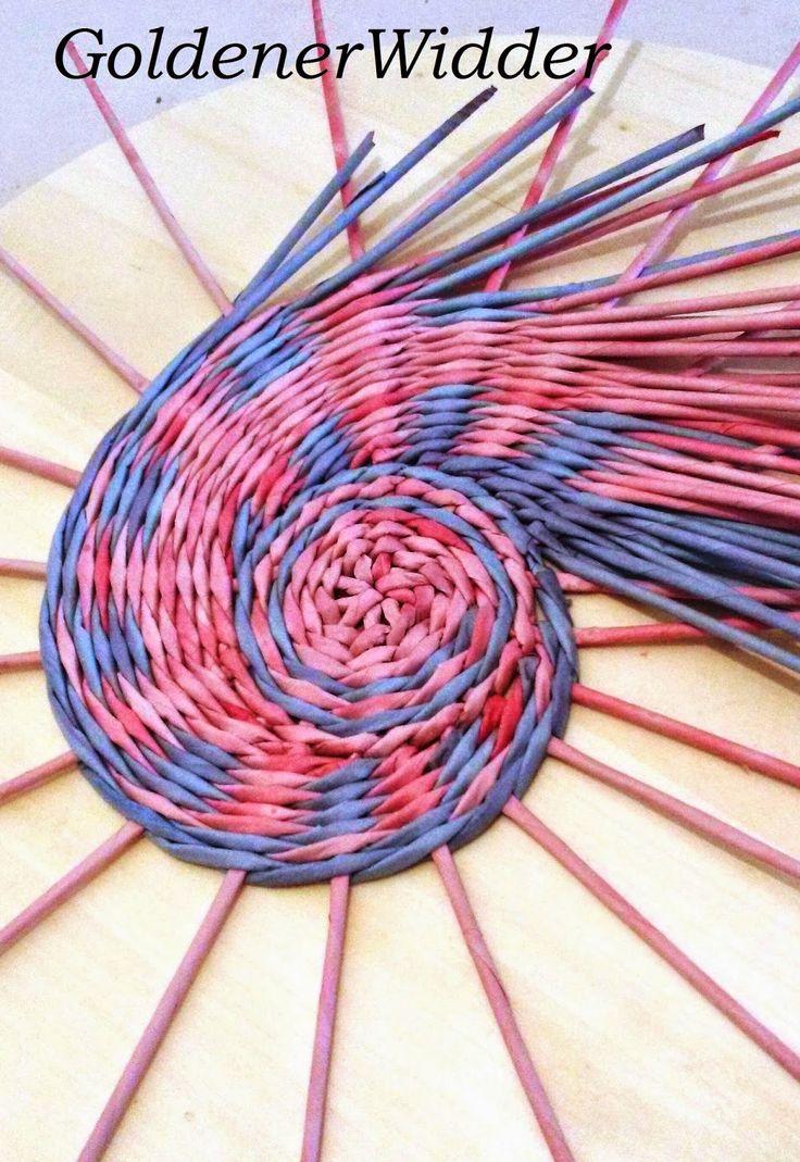 """Плетение из газетных трубочек: Начало плетения. Этот способ я видела у Леночки ( Lola2000) из """"Страны Мастеров""""."""