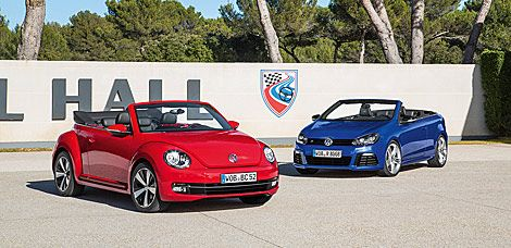 La nostalgia del Beetle vs la modernidad del Golf R Cabriolet.