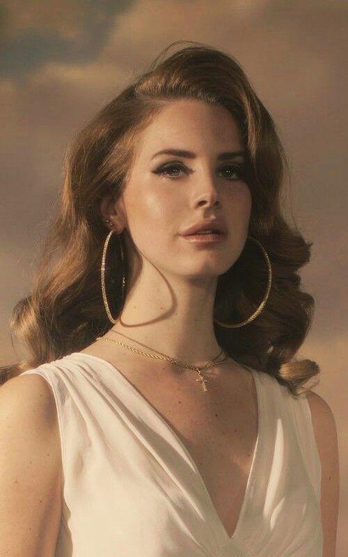 Ich glaube, ich möchte große, weiche Lana-Locken, die zur Seite geschoben sind, und einen hübschen BH …