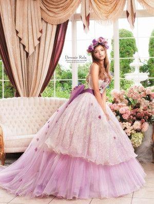 モデルや女優、歌手にタレントと様々なシーンで活躍中のローラちゃんがプロデュースするドレスコレクションは、どれもこれもオシャレで可愛い♡未来の花嫁さんは必見です! ※画像をクリックすると拡大表示されます。