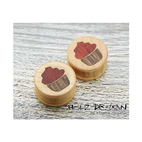 10-70 mm PAAR Organic Cupcake Muffin hölzerne Ohr Plugs, Flesh Tunnels von XTremeOrganic, €47.00  10-70mm Pair Organic Cupcake Muffin Ear Gauge Plugs, Wooden Flesh Tunnels on Etsy, €47.00
