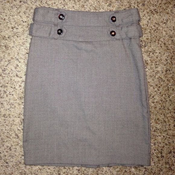 Like new brown pencil skirt Gently loved brown pencil skirt. Cute button detail. Size 3 Macy's Skirts Pencil
