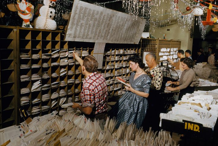 Picture of Postal clerks sort Christmas mail