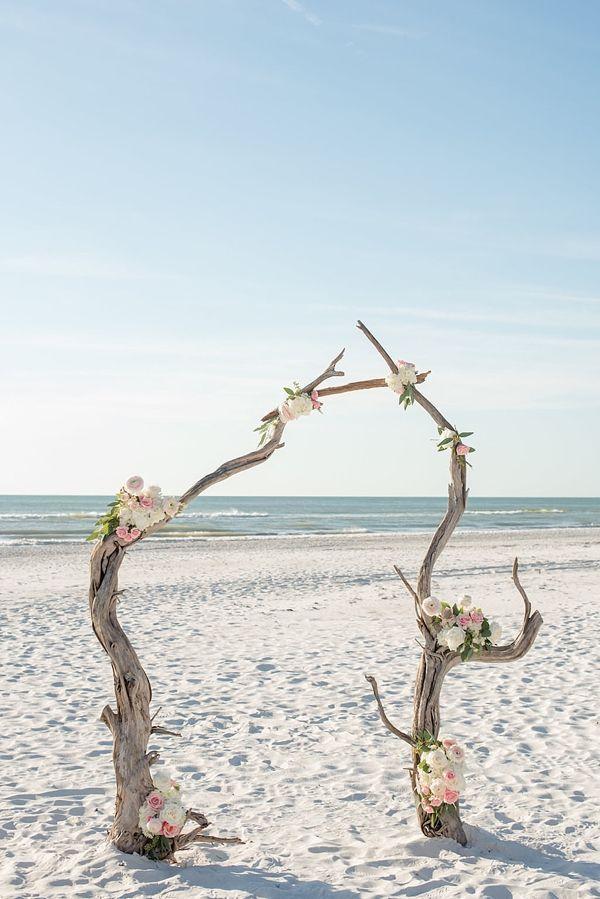 18 Unique Beach Wedding Ceremony Arches Gorgeously unique and modern beach weddi... - Hochzeitsgeschenk