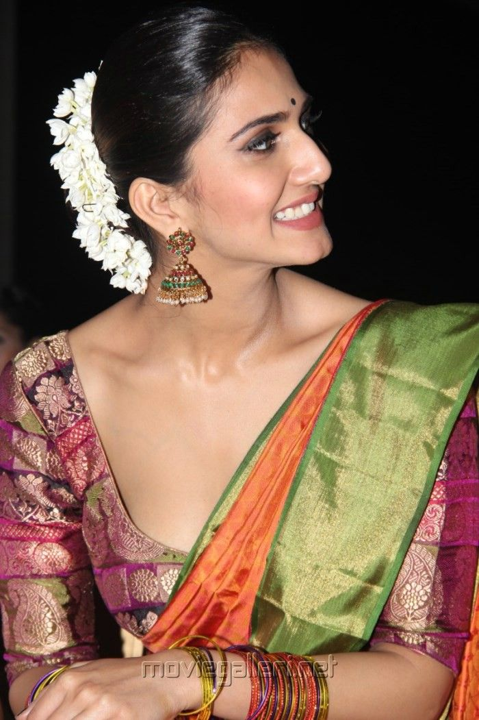 @Vaaniofficial kapoor, that silk brocade blouse <3