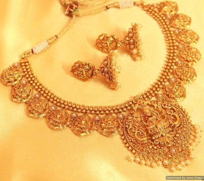 Antique Necklace Set  Last piece Left Price- USD 62  Product id- 1461125 Just ONE CLICK AWAY !  Go to the link mentioned on our page Worldwide Delivery   7 day return policy  DM or whatsapp on 91 8655500479 Visit m.mirraw.com/insta Follow us on @mirraw  #necklace #necklaceset #earrings #templejewellery #pearl #kundan #dazzling #shine #diamonds #jewellery #accessories #necklaces #ethnic #fasionjewllery #diamondjewellery #jewelry #lookoftheday #necklaceoftheday #instagood #shopaholic…
