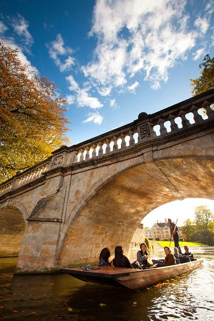 Autumn, Punting Clare Bridge, Cambridge University, England.  Photo: Cambridge University