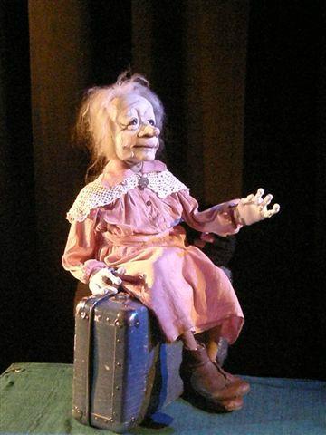 Ofelia ja varjojen teatteri, puppet by Iida Vanttaja, www.puppetstuff.fi