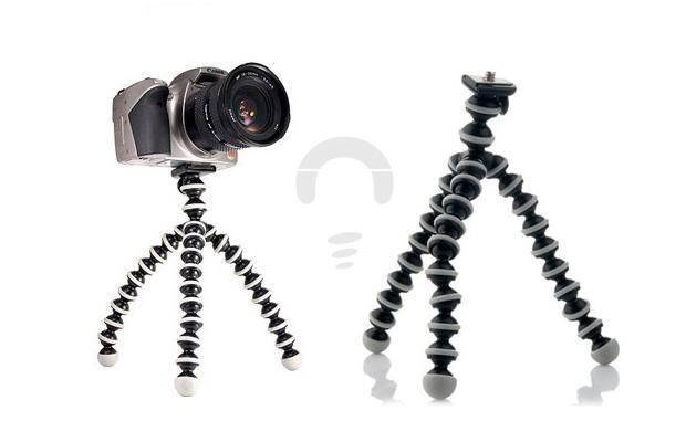 Tripod kamera mini yang flexible ini dapat di taruh dimana saja bahkan dapat dengan mudah dibawa bepergian karena ukurannya yang kecil dan tidak memakan banyak tempat serta ringan. Dengan tripod yang dipasangkan pada kamera digital Anda