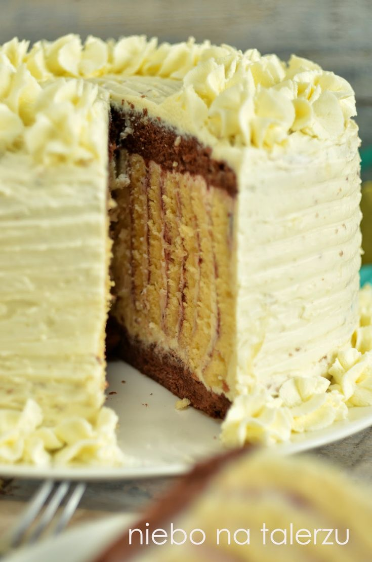 Upatrzyłam sobie ciekawie wyglądający tort  (tu) . Sposób zawijania pojęłam dość szybko i metodą empiryczną, ponieważ znaleźć przepisu nie u...