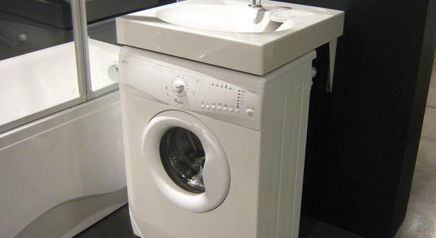 Grâce à ces deux lavabos plans, il est possible d'insérer un lave-linge (de faible profondeur) sous un lavabo.