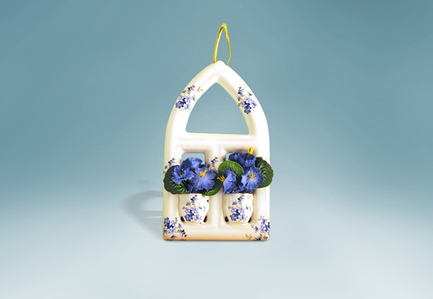 Window hanging small Gothic - decorated hanging window small Gothic style with flowers.
