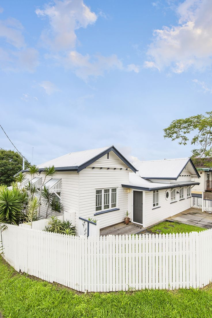 ANNERLEY 51 Somervell Street...Picture perfect and sitting behind a white picket fence, this character residence with so much potential enjoys a fantastic Annerley location.