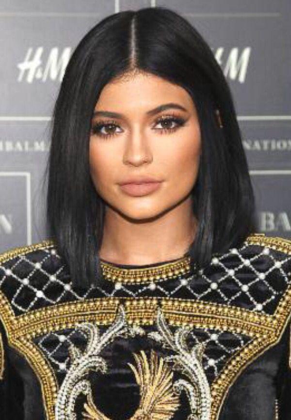 Kylie Jenner black bob