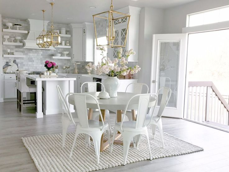 Another fabulous addition to our Bright White Home Series. Today I'm sharing the gorgeous home of my fabulous friend, Jan Scarpino. Come be inspired!