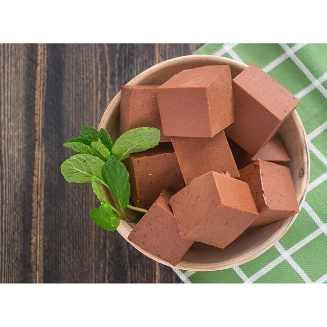 Full of healthy fats, these Creamy Mint Chocolate Gummies make the perfect satiating, guilt-free dessert. Our Beef Gelatin sets it up with a healthy source of protein. And nothing says love like raw cacao powder plus your favorite mint extract.  Yields: a